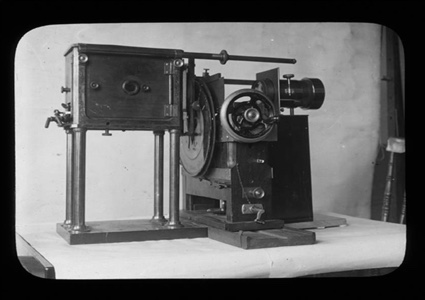 0-Zoopraxiscope-Machine.jpg
