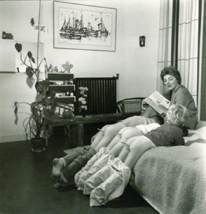 0Lenie_Gerritsen_leest_haar_drie_zonen_voor_1961.jpg
