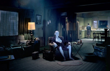 0gregory-crewdson-untitled-the-father-e28098beneath-the-roses_-2007.jpg