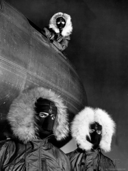 0margaret-bourke-white-crew-of-b-36-bomber-posing-in-arctic-equipment-in-case-they-have-to-bail-out-at-sac-s-advance-base.jpg