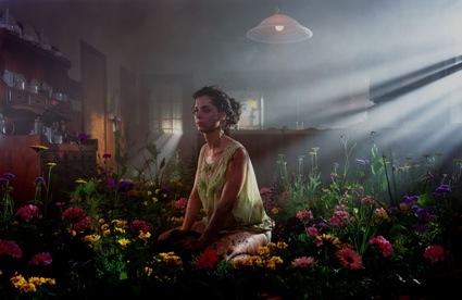 0ory_crewdson_01twilight_02.jpg