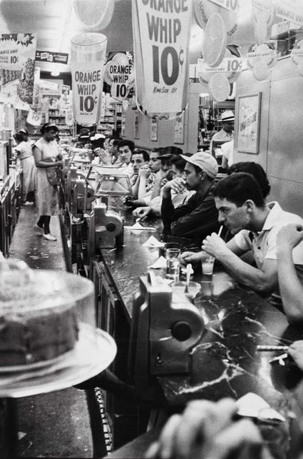 robert-frank-drugstore-detroit-1955.jpg